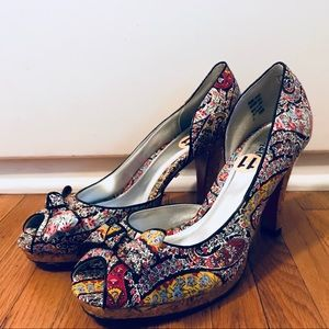 Unlisted floral heels with bow
